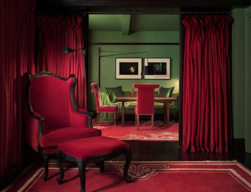 Gramercy Park Hotel Photo