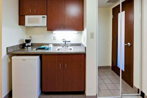 Hawthorn Suites by Wyndham Louisville East Photo