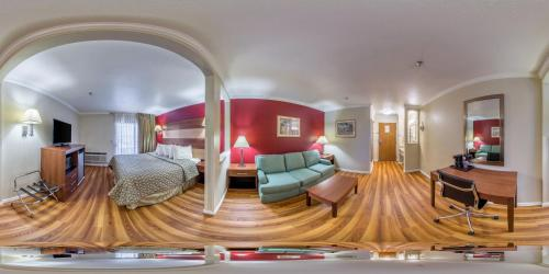 Rodeway Inn & Suites Lake Havasu City Photo