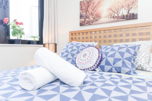 Point West South Kensington Apartment photo 2