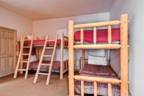 Highlands Lodge 403