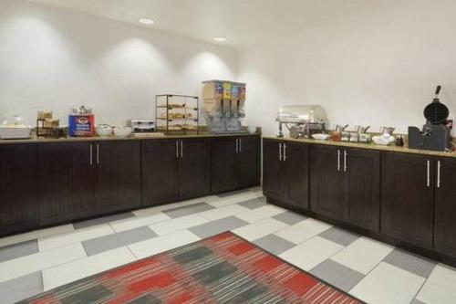 Country Inn & Suites by Radisson, DFW Airport South, TX Photo