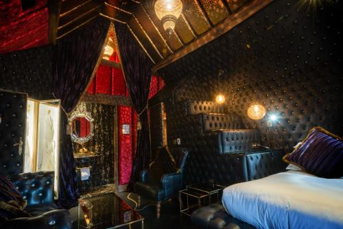 Hotel Rooms With Mirrored Ceilings Uk