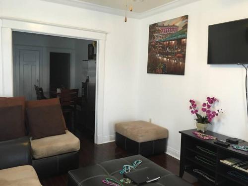 3 Bedroom Mid-city Apartment!