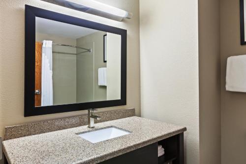 Holiday Inn Express & Suites Glenpool Photo