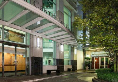 Delta Hotels by Marriott Vancouver Downtown Suites Photo