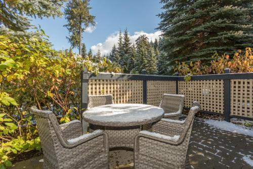 Charming Snowberry Villa - Whistler, BC V0N 1B4