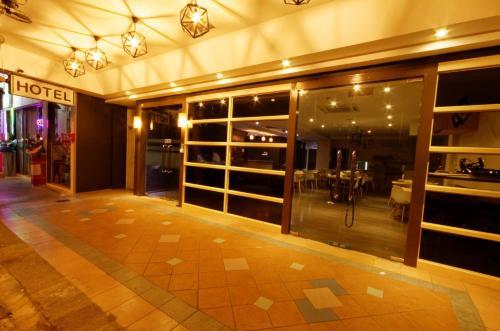 RedDoorz Plus near Lavender Street photo 18