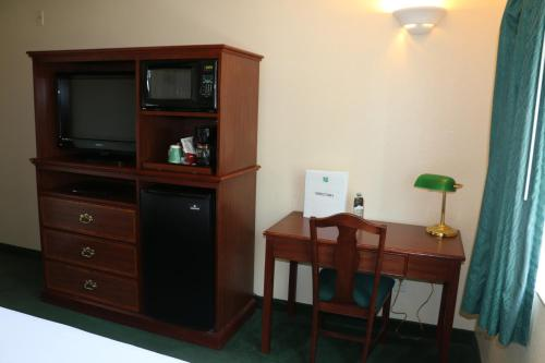 GuestHouse Inn & Suites Kelso/Longview Photo