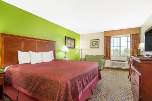 Days Inn & Suites By Wyndham Wichita - Wichita, KS 67216