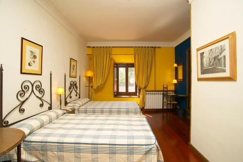 Double or Twin Room - single occupancy Hotel Real Monasterio de San Zoilo 2