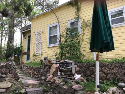 Almond Street Bed & Breakfast - Hot Springs, SD 57747
