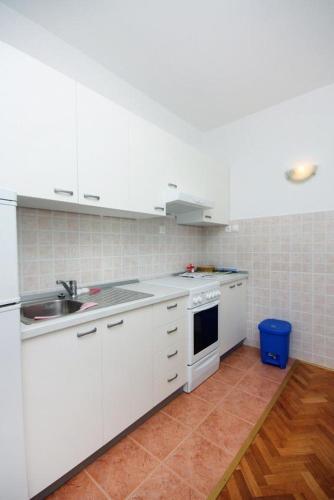 Apartment Banjol 4976a
