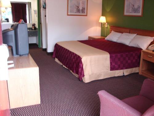 Columbus Inn & Suites - Columbus, MS 39701