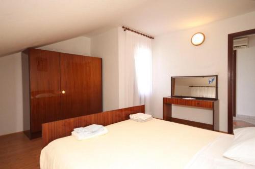 Apartment Kukljica 8237a
