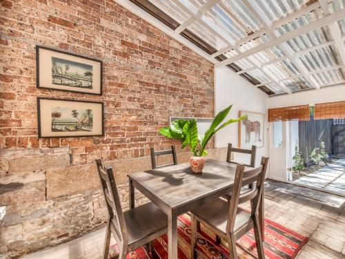 Artyious Two Bedroom House In Central Sydney