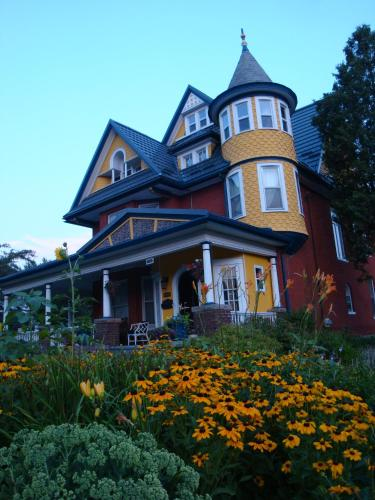 A Moment In Time Bed And Breakfast - Niagara Falls, ON L2G 6A2