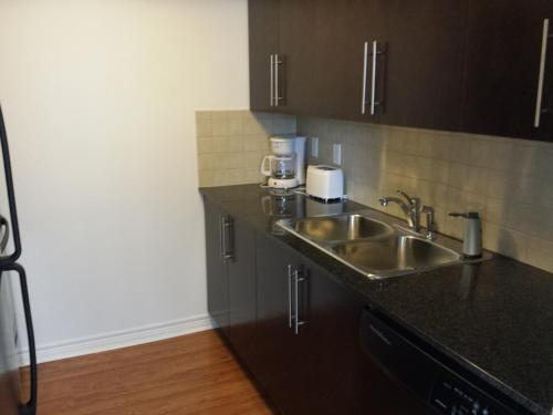 2 Bedroom 1 Bathroom Prime Location In Mississauga - Mississauga, ON L5B 0E1