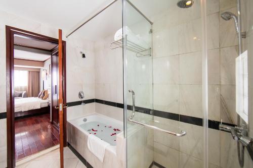 Quoc Hoa Premier Hotel & Spa photo 2