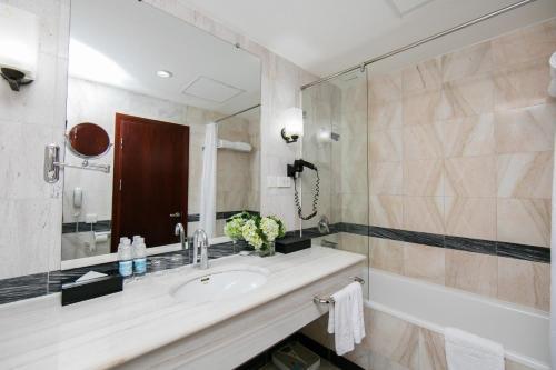 Quoc Hoa Premier Hotel & Spa photo 3