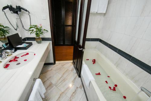 Quoc Hoa Premier Hotel & Spa photo 28
