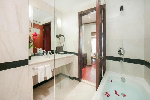 Quoc Hoa Premier Hotel & Spa photo 38