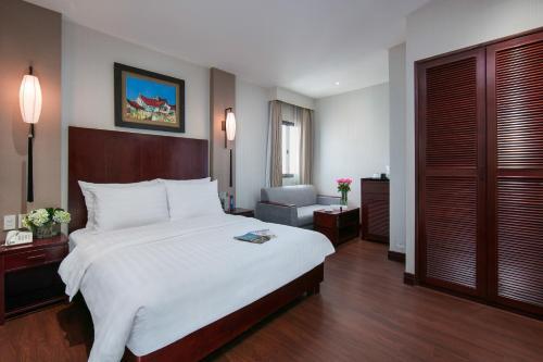 Quoc Hoa Premier Hotel & Spa photo 41