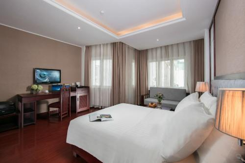 Quoc Hoa Premier Hotel & Spa photo 56
