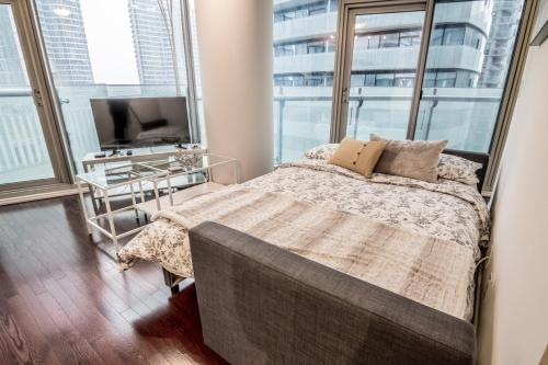 Aoc Suites - Two Bedroom Condo - City/cn Tower View - Toronto, ON M5J 0A9