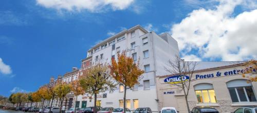 Appart hotel reims champ de mars h tel 17 rue du champ for Appart hotel reims