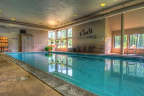 Lakeside Ski Condo With Hot Tub And Pool