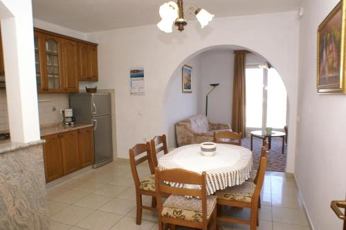 Apartment Lumbarda 4370a