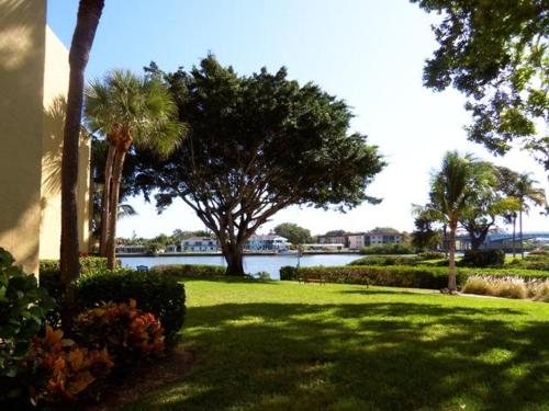 214f Condo At Sarasota With Intercoastal Waterway View