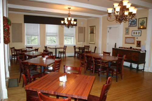 The Woodford Inn - Versailles, KY 40383