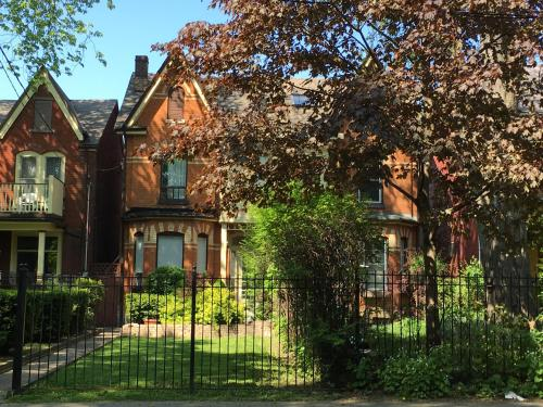 Kensington Suites - Toronto, ON M5T 2N9