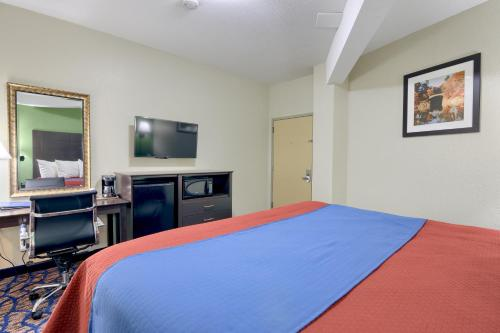 Rodeway Inn and Suites Ithaca Photo