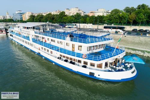 Boat Hotel Fortuna photo 25