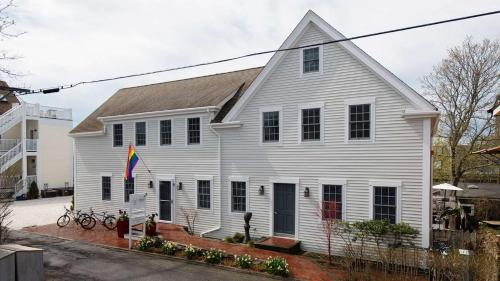 8 Dyer Hotel - Provincetown, MA 02657