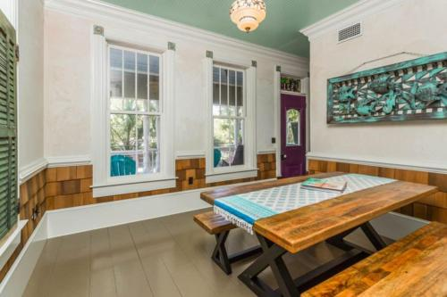 521 Beach Home - Saint Simons Island, GA 31522
