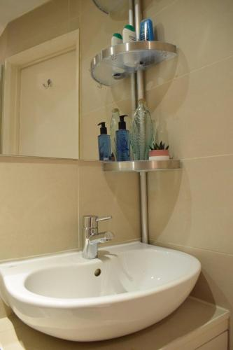 1 Bedroom Flat In Notting Hill With Mezzanine