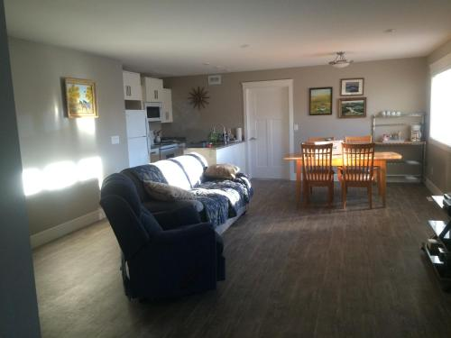Froese Seeds Suite - Saskatoon, SK S7H 1M5