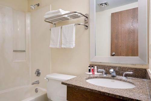 Days Inn Mounds View Twin Cities North Photo