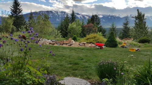 View From The Ridge Bed And Breakfast - Golden, BC V0A 1H1