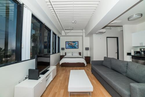 California Pearl Apartment