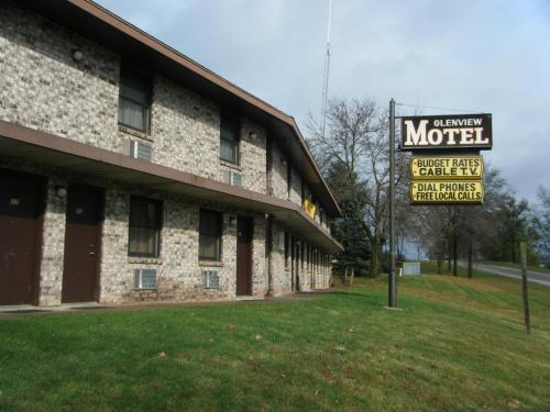 Glenview Motel - Dubuque, IA 52003