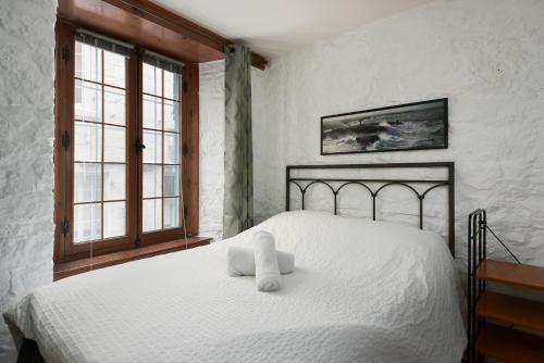 2 Bedroom Apartment In Old Port Mtl