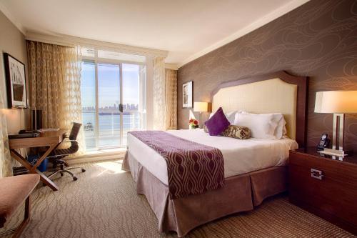 Pinnacle Hotel At The Pier - North Vancouver, BC