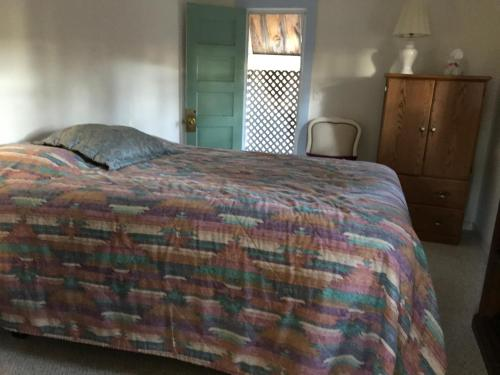 Almond Street Bed & Breakfast - Hot Springs, SD 57747
