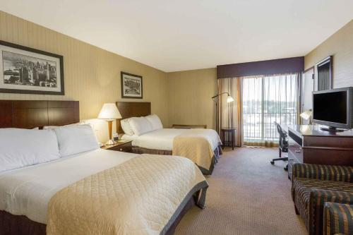 Wyndham Garden Hotel Newark Airport Photo