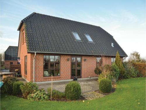 Five-bedroom Holiday Home In Outrup
